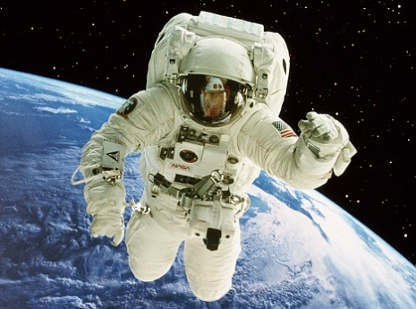 "Astronaut (via <a href=""http://www.dailygalaxy.com"">dailygalaxy</a>)"