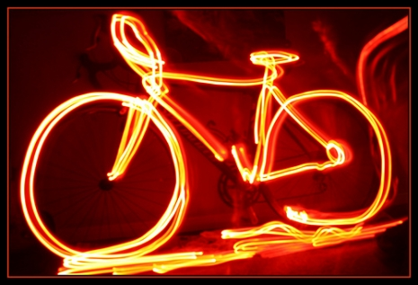 "Bike Light (via <a href=""http://www.flickr.com/photos/isherwoodchris/4295776610/"">Christopher Isherwood</a>)"