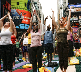 "Times Square Yoga (via <a href=""http://www.timessquarenyc.org/about_us/events_solstice.html"">Times Square Alliance</a>)"