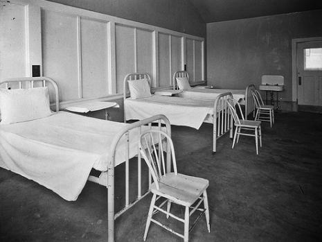 "Sick Bed (via <a href=""http://www.flickr.com/photos/seattlemunicipalarchives/4072400611/"">Seattle Municipal Archives</a>)"