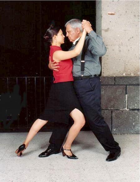"Tango! (Via <a href=""http://www.flickr.com/photos/pacoromero/154277001"">Un Milanguero Mejicano</a>.)"